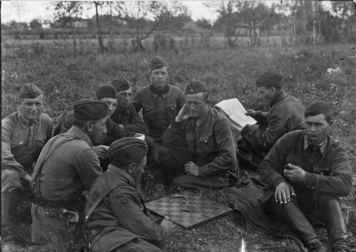 Soviet officers play dominoes in the field