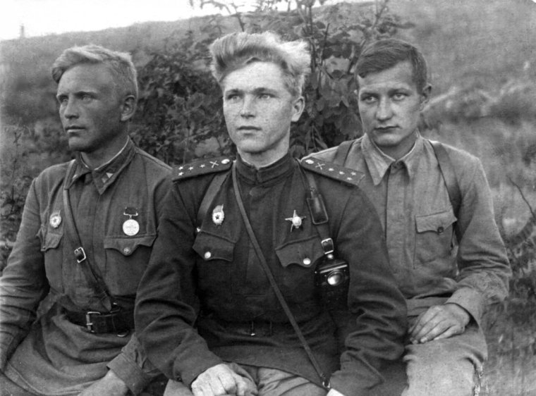 Soviet soldiers of the 127th Guards Artillery Regiment, 59th Guards Motor Rifle Division