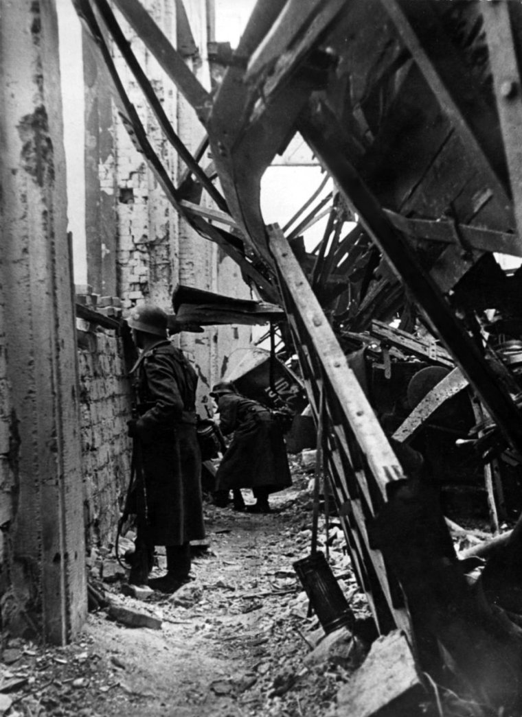German Wehrmacht soldiers in the ruins of a factory keep watch for enemy Soviet positions during the Battle of Stalingrad.