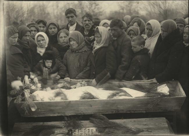 Краснодон.1943.Похороны Молодогвардейцев