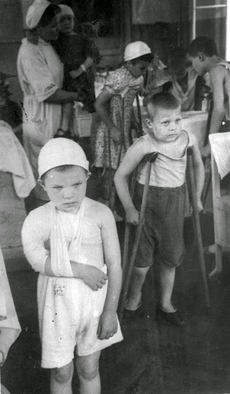 Раненые дети в ленинградских госпиталях. 1943. Wounded children in Leningrad hospitals. In 1943.
