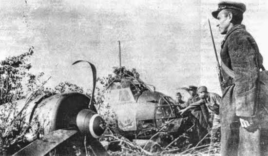 Сбитый над Киевом Ju-88A-4 из 2-й группы 54-й бомбардировочной эскадры (II/KG.54). На фюзеляже видна эмблема эскадры – силуэт Великобритании в перекрестье прицела