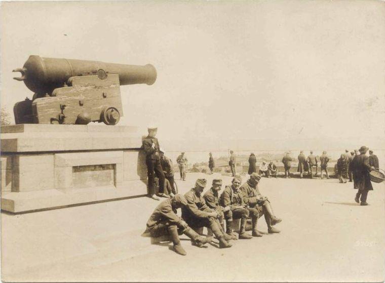Последствия Брестского мира: Австро-Венгерские военнослужащие на Николаевском бульваре. Лето 1918 года