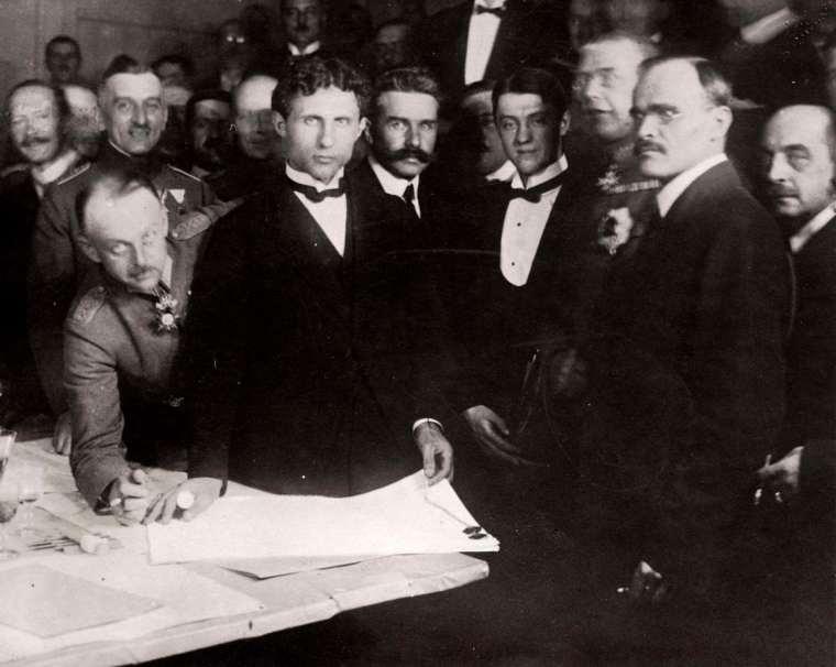 Подписание мирного договора между УНР и Центральными державами 27 января (9 февраля) 1918 года