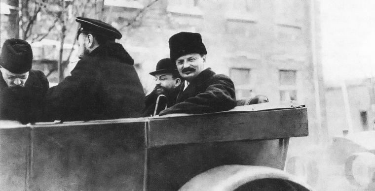 Троцкий Л.Д., Иоффе А. и контр-адмирал Альтфатер В. едут на заседание. Брест-Литовск.
