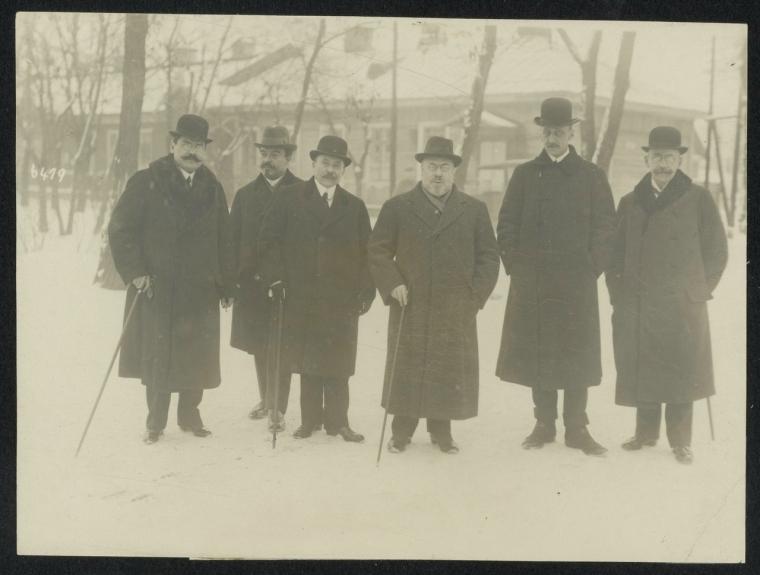 Мирные переговоры в Брест-Литовске. Представители Центральных держав, в середине Ибрагим Хакки-паша и граф Оттокар Чернин фон унд цу Худениц на пути к переговорам