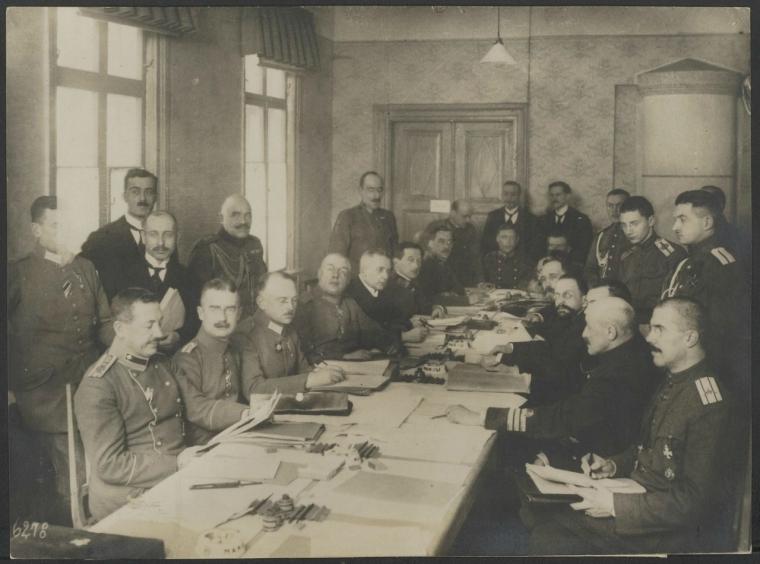 Во время переговоров в Брест-Литовске.